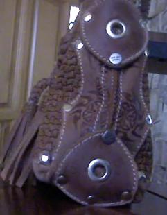 Кожаная сумка вид сбоку ручная работа