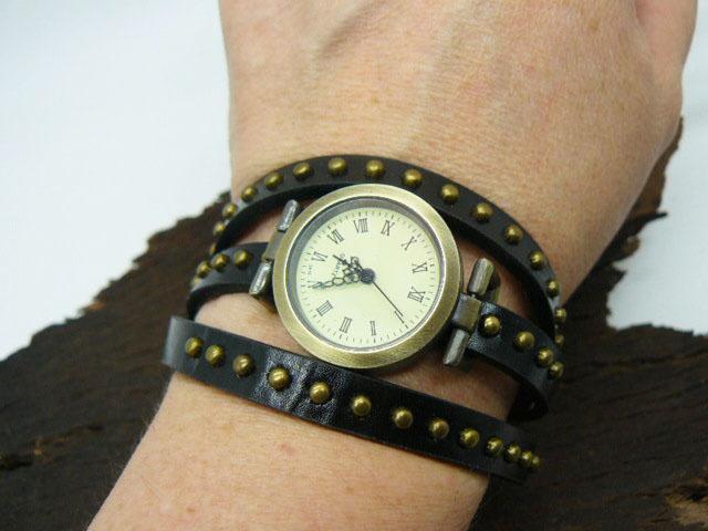 Часы в стиле винтаж, под старину браслет закручивается на руку подарок девушке, женщине