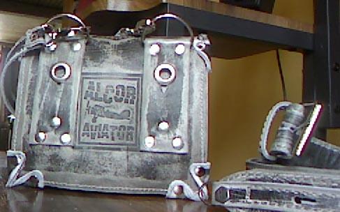 Поясная сумка с ремнем из натуральной кожи с тиснением подарок мужчине парню ручная работа вид сзади