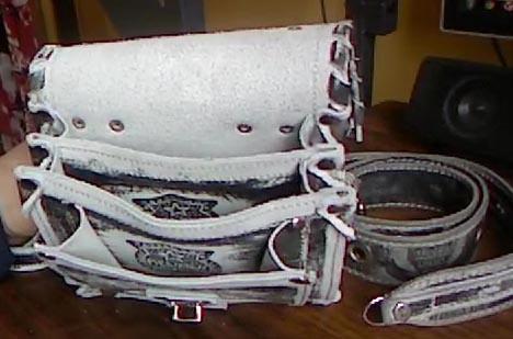 Поясная сумка с ремнем из натуральной кожи с тиснением подарок мужчине парню ручная работа вид сбоку