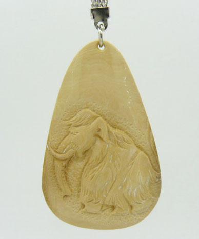 Брелок вырезан из бивня мамонта с изображением самого мамонта подарок парню, девушке