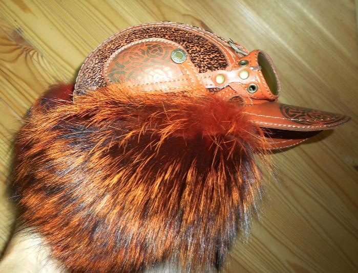 Шапка-ушанка Пилот с очками с мехом лисы чернобурки хвостом  для женщины девушке зима