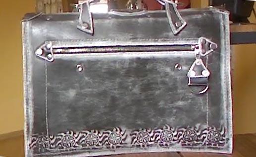 Портфель из натуральной кожи с тиснением подарок мужчине парню ручная работа вид сзади