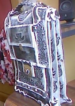 Портфель формата А4 из натуральной кожи с тиснением подарок мужчине парню ручная работа вид сбоку