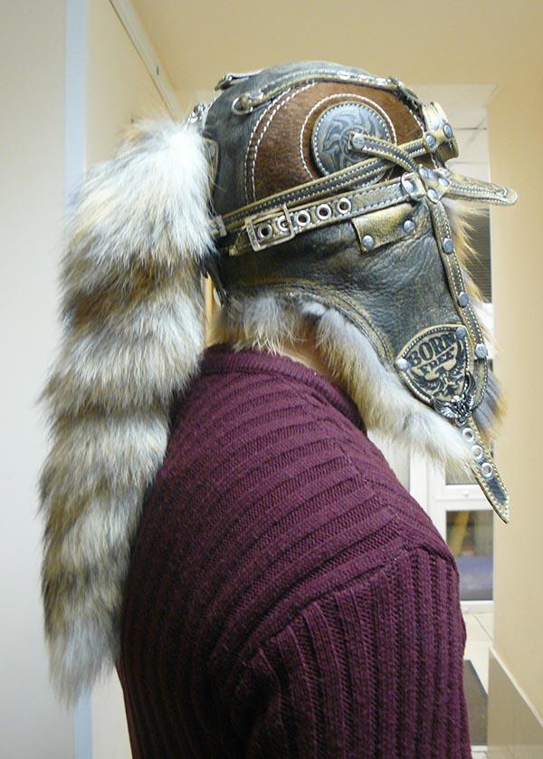 Шапка-ушанка с очками и хвостом из меха  лисы, коллекция зима
