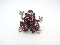 Кольцо Лягушка с рубинами и изумрудами серебро