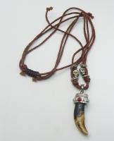 Ожерелье с натуральным клыком волка