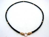 Чокер, шнур плетеный кожаный 5 мм с головами волков с кольцами  серебро позолота 18-22 карат